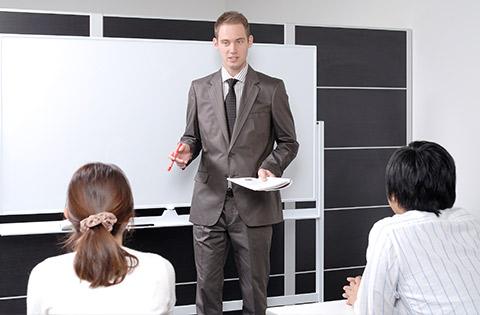 経験豊富な外国人講師が授業を担当