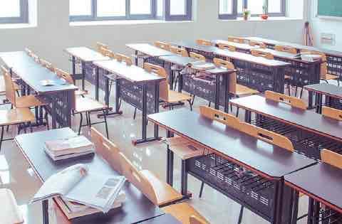 世界基準の技術修得のため授業時間が充実 | IGS カジノスクール(学校) インターナショナル・ゲーミング・スクール 大阪